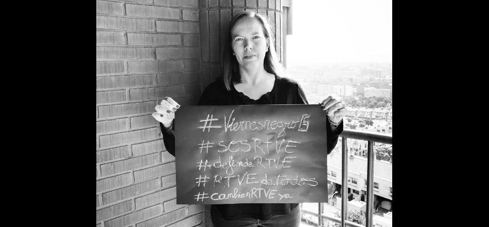 Hoy es #viernesnegro: así están las #MujeresRTVE apoyando el movimiento