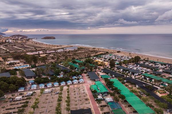 Mazarrón, Murcia. Esta zona, junto a la rambla de las Moreras ha pasado de la imagen tradicional de un camping, a lo que parece más bien una urbanización de bungalows.