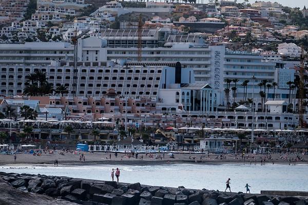 Playa del Beril, Tenerife. Las edificaciones ocupan la mayor parte de la servidumbre de protección del DPMT en este punto.