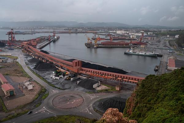 Puerto de El Musel, Gijón. En la costa cantábrica las mayores transformaciones se refieren a ampliaciones de grandes puertos industriales